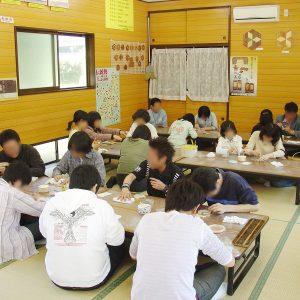 箱根寄木細工工房体験教室風景